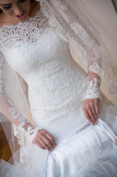 Ulass 2015 romantic Appliques Lace Wedding Dresses Vintage Long Sleeves A Line Bridal Gown Beach Wedding Gowns