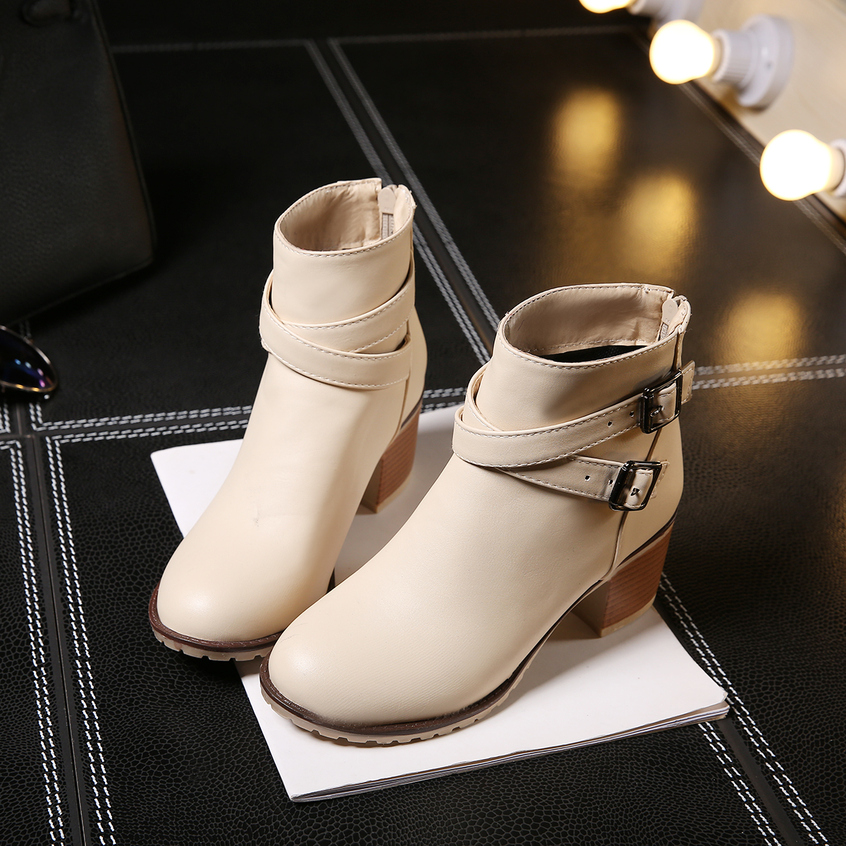 Ulass Autumn and winter women shoes vintage Europe star fashion women high heels Ankle boots Snow short boots zipper ST-015