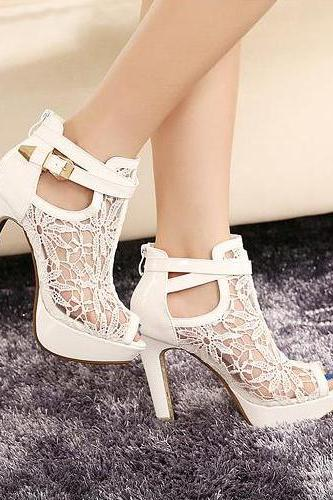 Ulass White and Black Lace Design Chunky Heel Peep Toe Fashion Sandals ST-103