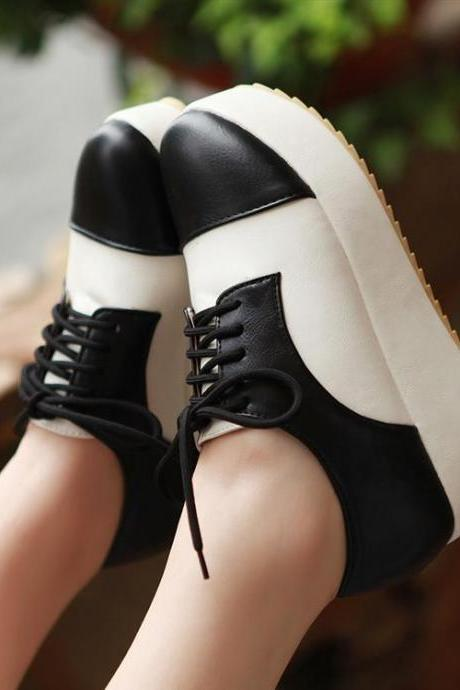 Ulass Black and White Patchwork Design Wedge Heels Oxford Shoes ST-110