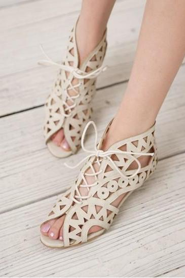 Ulass Fashion lace hollow sandals