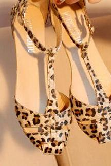Ulass Fashion Flat Hollow Leopard Sandals