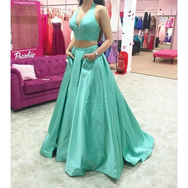 Ulass Charming Black Two Pieces Prom Dress,High Neck Prom Dress,Two Pieces Prom Dress,Prom Gowns for Teens,Beadings Prom Party Dresses